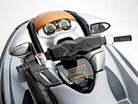 От своих менее мощных аналогов RXT 215 и RXP 215 новинки визуально отличаются новым рулем