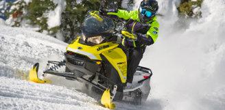 """Снегоход Ski-Doo – победитель в номинациях «Самый практичный снегоход года» и «Революционно усовершенствованная конструкция» от канала """"SnowTrax Television""""!"""